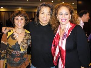 Foto con el Dr. Yuen, Maria Isabel y Mónica Quintana